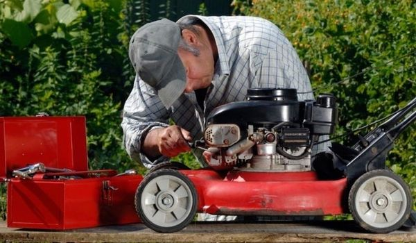 A Definitive Guide on How to Fix Lawn Mower Not Running at Full Power