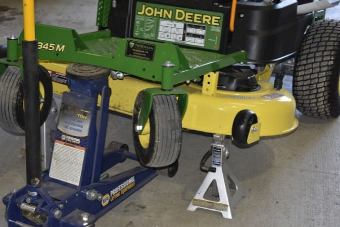Safety Tips When Jack up a Lawn tractor